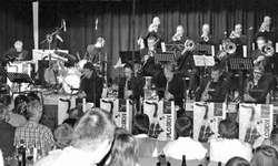 Die Swiss Big Band Xplosion spielt Musik von Sammy Nestico. Dem Publikum gefällts. Bild Peter Huppert