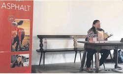 Der Wangner Autor Beat Hüppin las vergangene Woche in Wollerau aus seinem Werk «Asphalt». Bild zvg