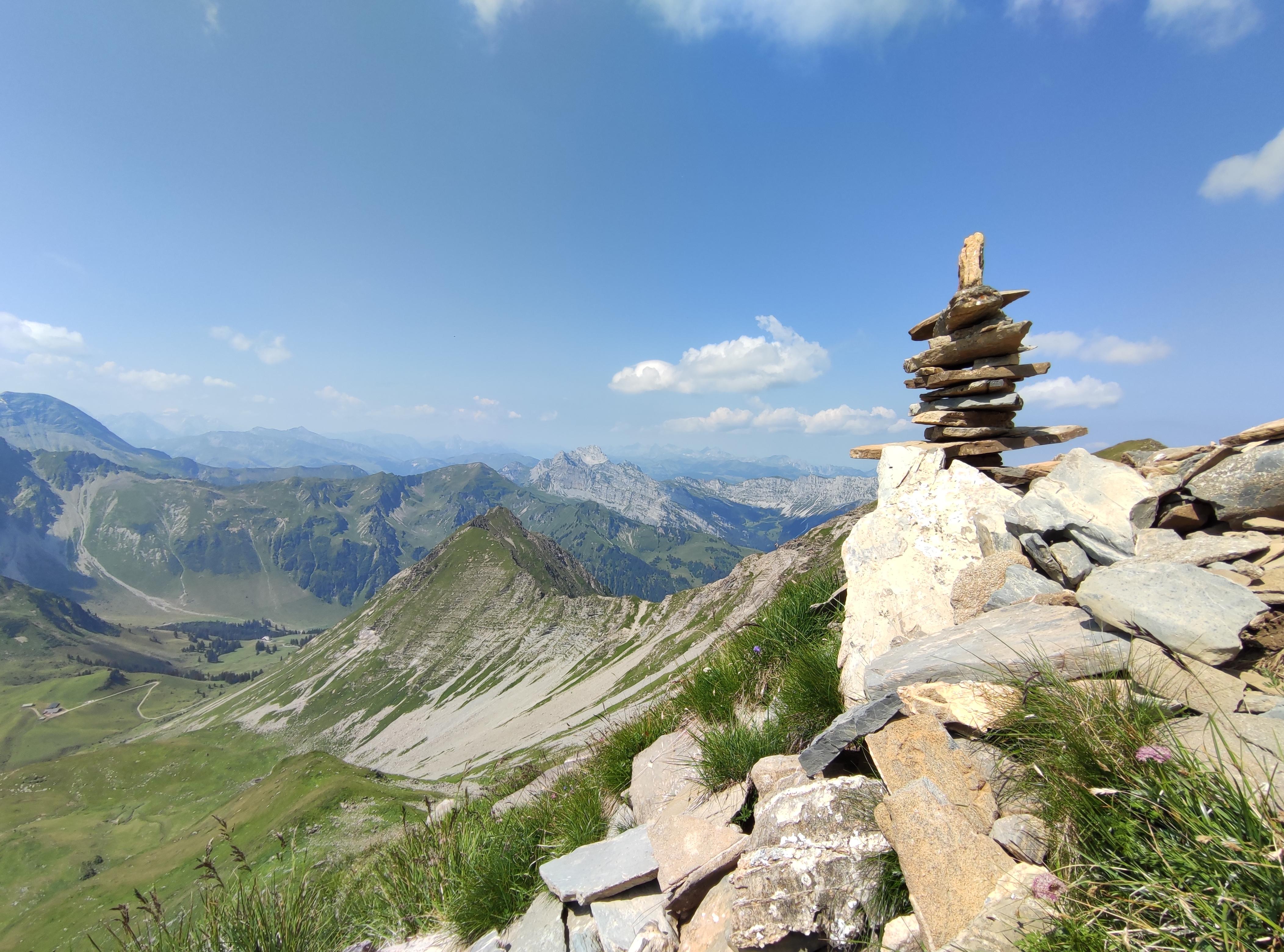 Steinmanndli auf dem Gipfel der Männlifluh