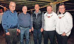 Präsident Karl Niederberger (rechts) konnte Sigi Kaiser, (von links) Richard Betschart, Sepp Rickenbacher und Toni Bachmann für 50 Jahre Mitgliedschaft gratulieren.