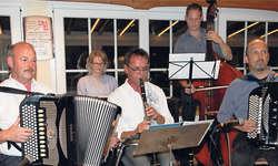Gemeinsam musizieren über Grenzen hinweg. Bild Christoph Jud