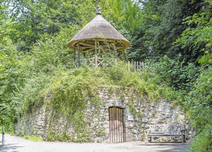 Ein aussergewöhnlicher Zeitzeuge: der Hirzenchäller mit dem rekonstruierten Pavillon. (Bild Patrick Hürlimann)