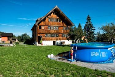 Pool vor dem Haus zur Mitbenutzung.