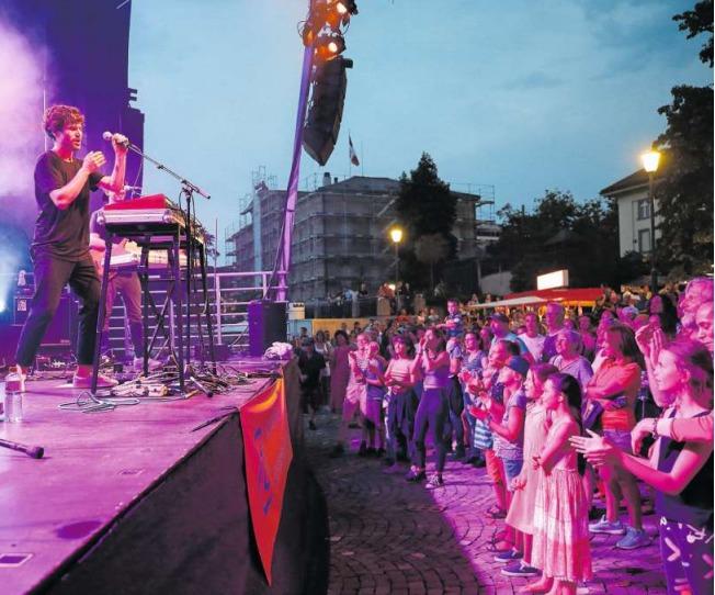 James Gruntz bei seinem Auftritt an der Zuger 1.-August-Feier. (Bild Stefan Kaiser)