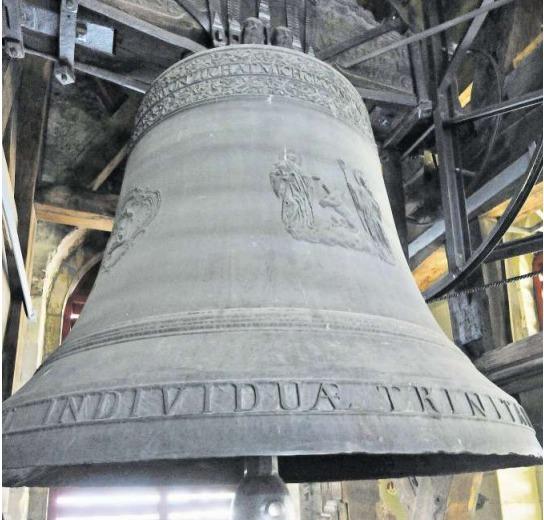Mit einem Gewicht von 8100 Kilo ist die Dreifaltigkeitsglocke in der Kathedrale von St.Gallen eine der Grössten und die Tontiefste der Schweiz. Sie ist vom Zuger Glockengiesser Peter Ludwig Keiser dem Älteren hergestellt worden. (Bild PD/Bischöfliches Archiv St.Gallen)