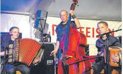 Die Rusch-Büeble eröffneten den Abend musikalisch. Bild Kurt Kassel