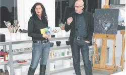 Eine Galeristin und ein Künstler mit Innovation: Sonja Frei und Henrik Frei Larsson führen gemeinsam die Galerie Kunst7 GmbH in Altendorf. Bild Tanja Holzer