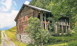 Das Haus Tannen soll zeitgemässe Küchen- und Sanitäreinrichtungen und sogar eine Sauna mit Aussenbecken erhalten. Bild Ernst Immoos