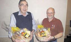 Ehre für Vereinstreue: Fredy Hodel (links) ist seit 45 Jahren und Beat Ming seit 25 Jahren beim Jodlerklub «Echo vom Rigi».