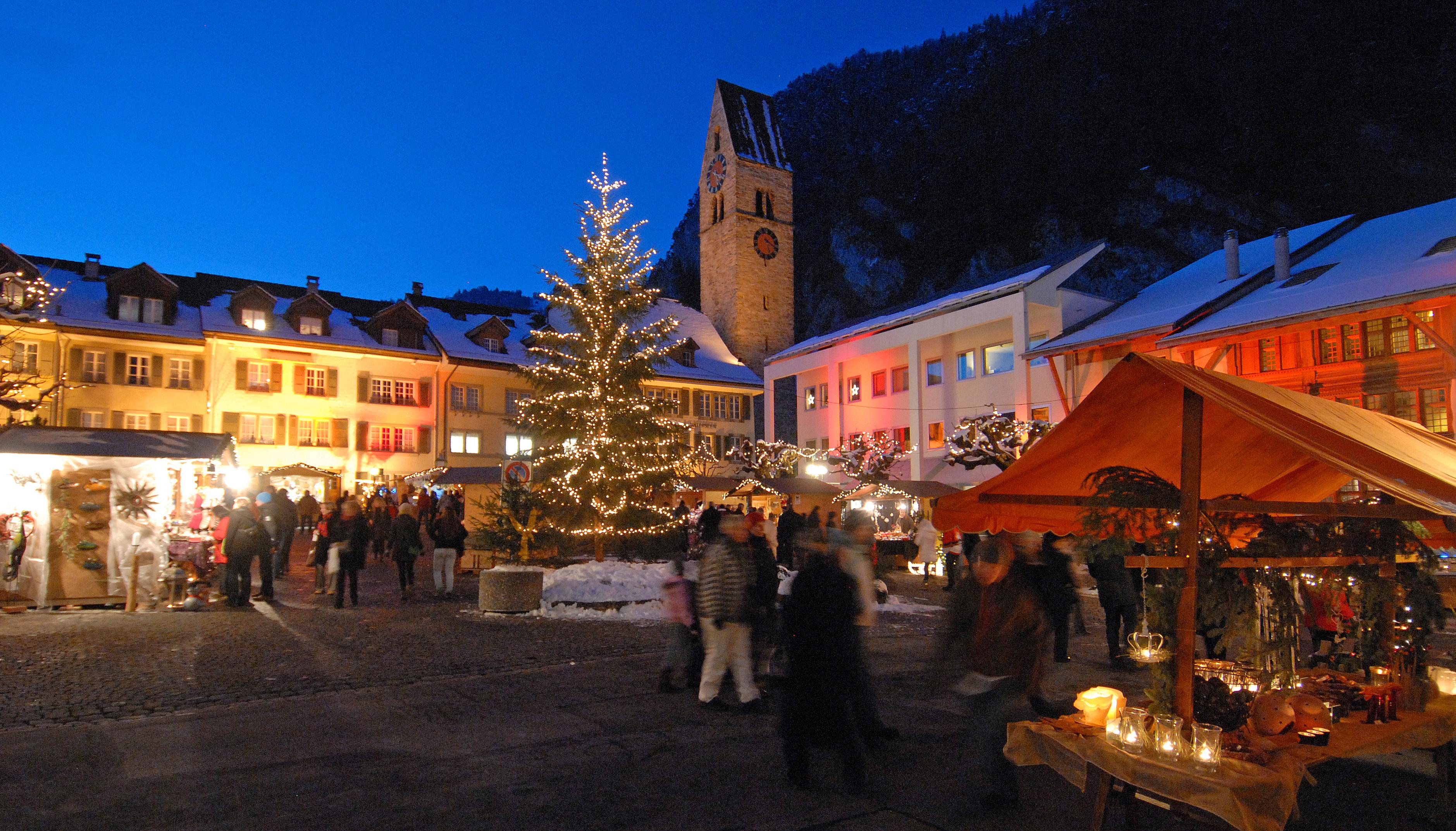 Weihnachts- & Adventsmarkt Stadthausplatz