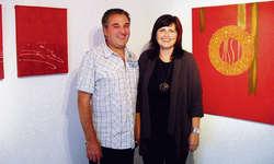 Lud zusammen mit ihrem Ehemann Josef Fuchs ein zum Tag der offenen Türe: Andrea Fuchs im Atelier artefox. Foto: Kurt Fässler