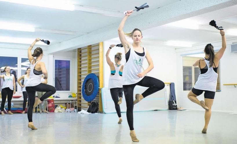 Mitglieder der Gruppe Free Moves während einer Probe des aktuellen Stücks. (Bild Maria Schmid)