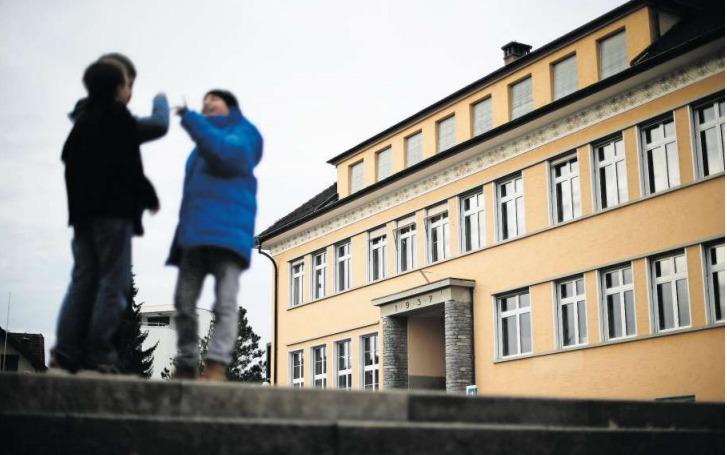 Das Schulhaus Sunnegrund 1 wird umgenutzt, was aber nicht der Grund für die Tariferhöhung ist. (Bild Stefan Kaiser)