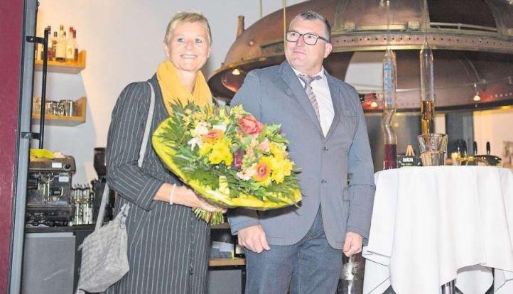 Das Geheimnis ist gelüftet: Peter II. Langenegger, hier mit seiner Frau Luzia, ist neuer Räbevater. (Bild Maria Schmid)