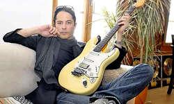 Wohnen und Arbeiten: Mandy Meyer lebt in Merlischachen. Ab dem 12. Mai tourt der Gitarrist mit seiner Band Unisonic zum Auftakt durch Lateinamerika. (Bild: Edith Meyer)