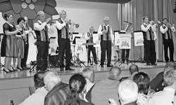 Solos auf der Bühne, das Echo kam aus dem Saal: die Fürstenländer Musikanten. Bild Claudia Fischer