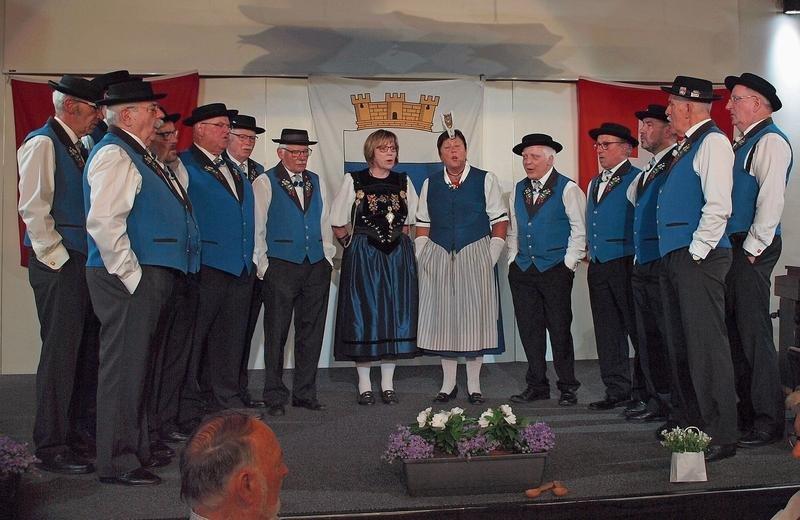 Das Jodlerdoppelquartett Zug beim Jahreskonzert im Burgbachsaal. (Bild PD)