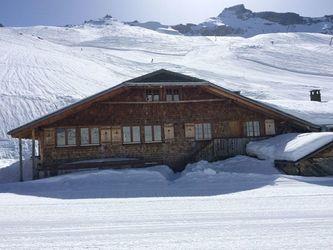 Unsere Alphütte liegt an traumhaft schöner Lage direkt an der Skipiste