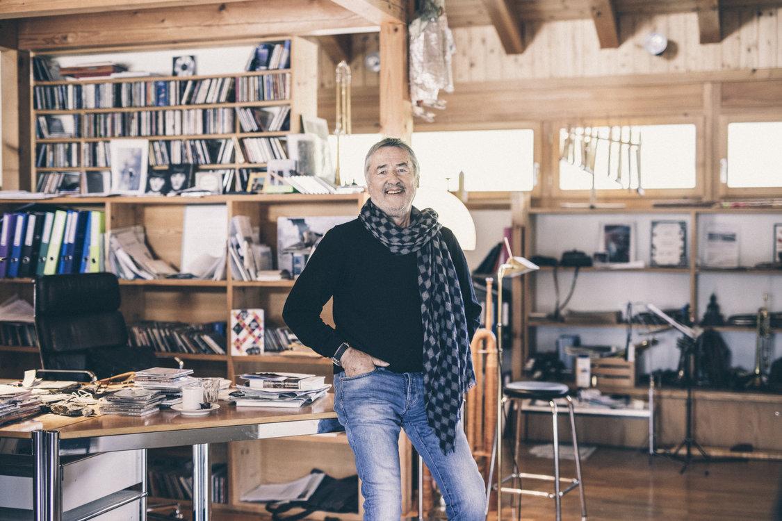 Hans Kennel in seinem Atelier. Bild: Philippe Hubler