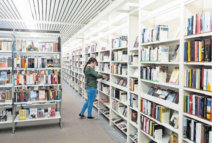 Blick in die Stadtbibliothek Zug. (Bild Stefan Kaiser)