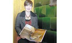 Ein Buch als Diplomarbeit und Zeitdokument: Mit viel Herzblut realisierte die angehende Grafikerin Corinne Heinzer das Buch «Gesichter von Illgau». Bild Guido Bürgler