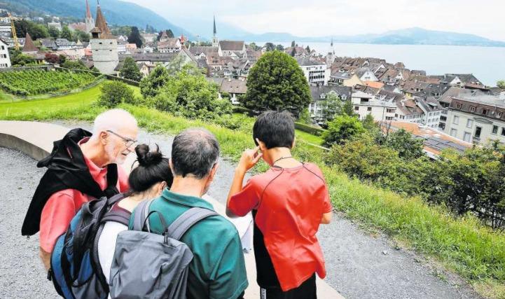Der Detektiv-Trail führt unter anderem zum Aussichtspunkt Guggi oberhalb der Stadt Zug. (Bild Stefan Kaiser)