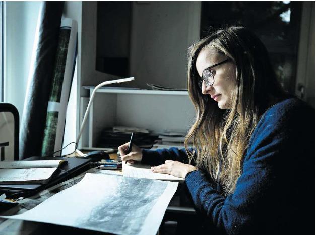 Die Luzerner Künstlerin Helen Eggenschwiler spielt mit der Fotografie. (Bild Stefan Kaiser)