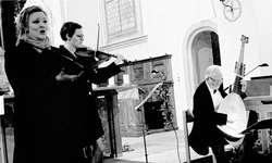 Das Orgelpositiv ermöglichte den Sichtkontakt und direkteres Hören beim besonders anspruchsvollen Stimmen der Instrumente. Bild Uschi Meister