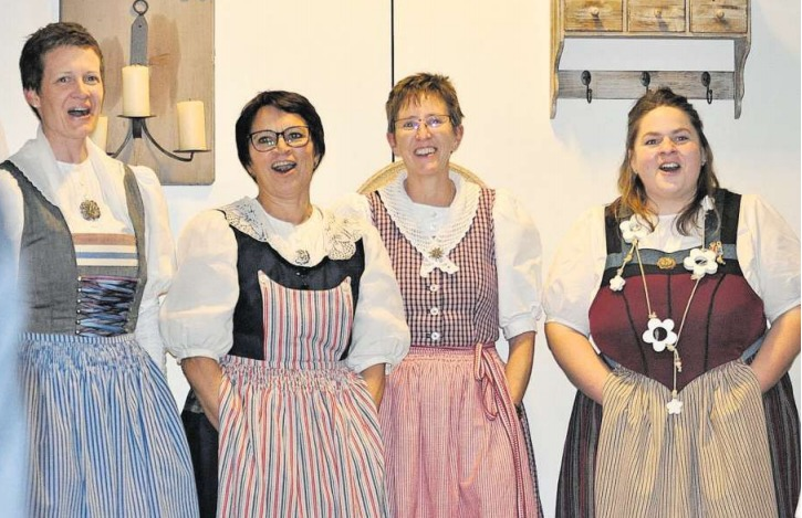 Die gute Laune im Klub strahlt stellvertretend aus den Gesichtern der Jodlerinnen. (Bild PD)