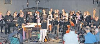 Der Gospelchor Thalwil begeisterte die Besucher in der Pfarrkirche Buttikon mit einem grossartigen Konzert.  Bild Paul Diethelm