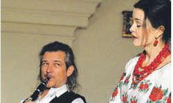 Dani Häusler machte das Musizieren mit Oksana Nikitiuk sichtlich Spass. Bild Kurt Kassel