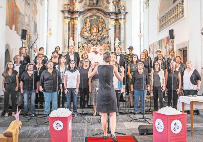 Der Chor vocal emotions bei seinem Konzert in der Pfarrkirche St.Martin in Baar. (Bild PD)
