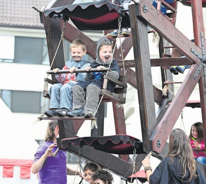 Bereits vor vier Jahren lockte das Mittelalterfest rund 20 000 kleine und grosse Besucher an. (Bild Maria Schmid)