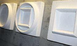 Sind im Antoniushaus Mattli in Morschach zu sehen: Die Reliefsymbole der Künstlerin Elvi Triet-Bachmann. Bild Martina Clavadetscher