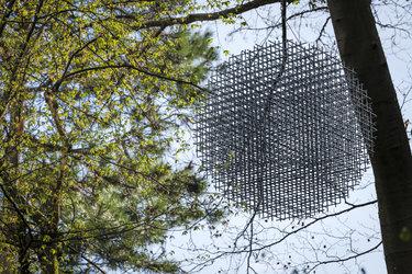 """Skulptur """"FM"""" von Fritz Balthaus, Klostergarten"""