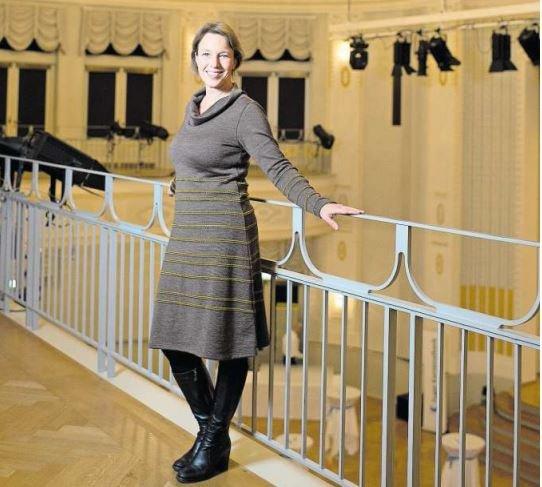 «Es macht riesige Lust hier in Zug», sagt Katrin Kolo (48). Sie leitet seit Anfang November die Geschicke des Theater Casino. (Bild Maria Schmid)