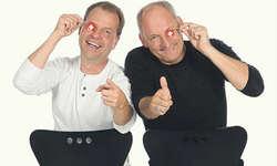 Cony Sutter (rechts) und Peter Pfändler sorgen am Freitag in Wangen für Gelächter. «Wenn man Freude am Spielen hat und nicht einfach nur den Text auswendig lernt, wirkt es automatisch spontaner», so Sutter. Bild zvg