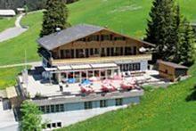 Das Haus liegt im Berner Oberland, zwischen Frutigen und Adelboden, direkt neben dem Skilift im...