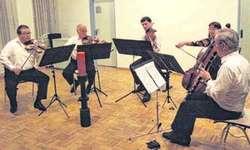 Mit grosser Konzentration führten die fünf Musiker von Accento musicale Werke von Alexander Borodin und Anton Reicha auf. Bild Katharina Gresch