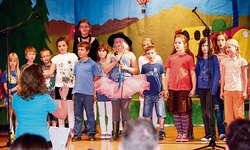 Passend zu den nahenden Sommerferien: Der Kinderchor Moskitos war schon einmal auf Reise! Foto: zvg