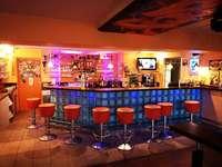 adrenalin backpackers hostel: Bar & Beiz