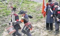 Mit Trommel und Banner: Schon zu Zeiten Henri Dufours durften diese Utensilien im Kampf auf dem Felde nicht fehlen. Bilder Christian Ballat