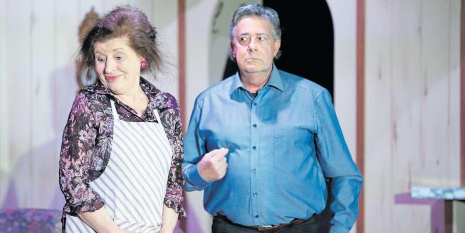 Eifersuchtsszenen sind vorprogrammiert: Frieda (Rita Pföstl) und Rupert Frisch (Peter Rindlisbacher) zweifeln an der ehelichen Treue. (Bild Stefan Kaiser)