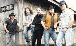 Eine Erfolgsstory: Die Muotathaler Band «Dusty Boots» mit Sänger und Gitarrist Alex Gwerder, Gitarrist Jim Bows, Schlagzeuger Erich Strasser, Akkordeonist und Pianist Franz Föhn sowie Bassist Marcel Pfrunder. Bis jetzt wurde die Band im folgenden Jahr