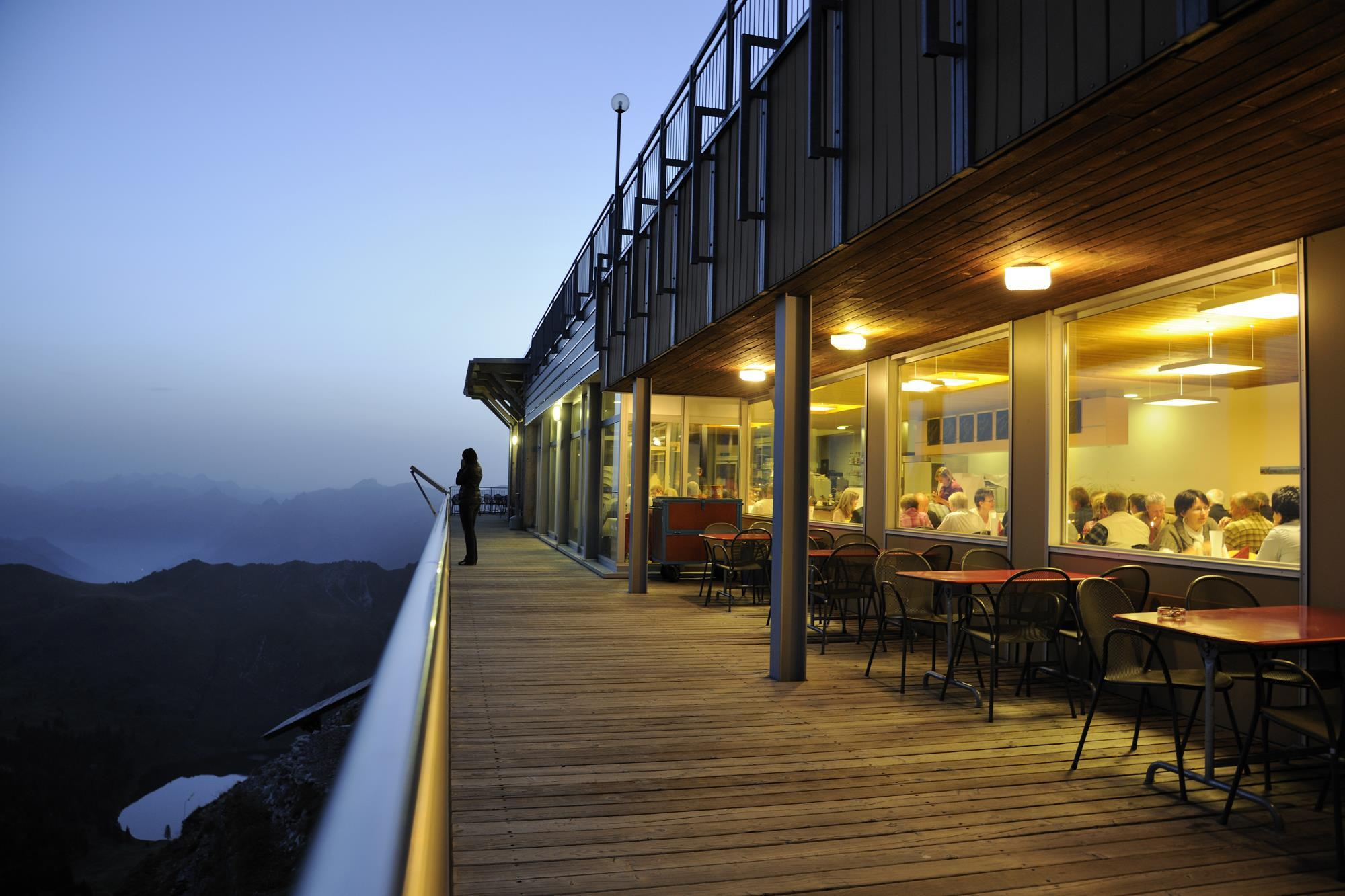 Panoramarestaurant_Abend_Stockhorn (1)
