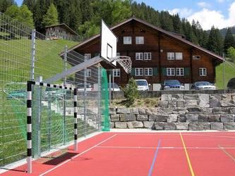 Im Jahr 2013 neu gebauter Sportplatz zu den beiden Häusern Marchgraben und Weid.