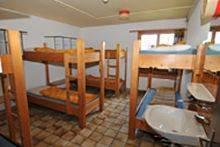 ... Achterzimmer (hier das mit Lavabo)...