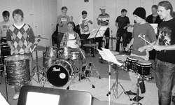 Die jungen Schlagzeuger proben für das «Drum Fever Vol. II».