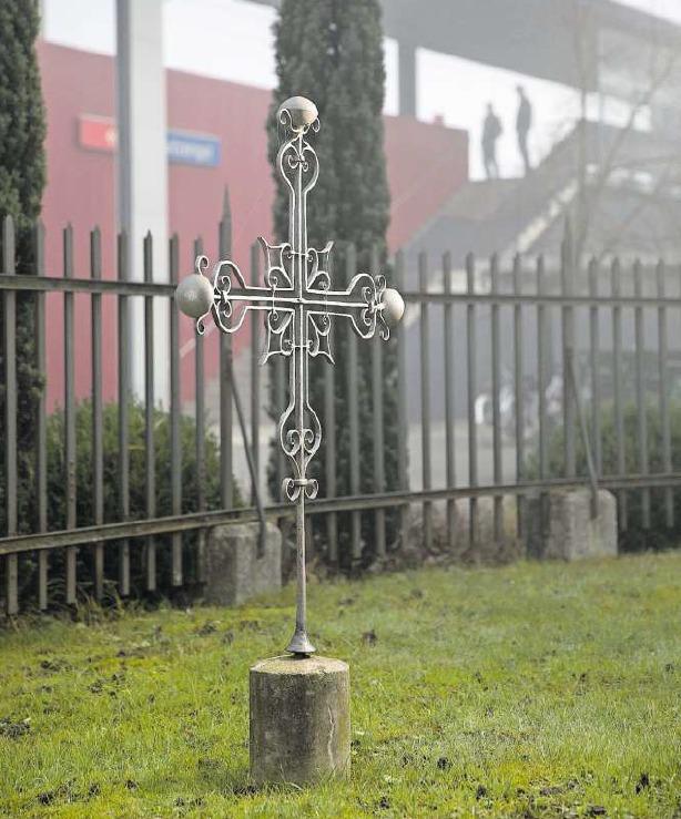 Das Kreuz bei der Schutzengelkapelle erinnert an die an dieser Stelle Hingerichteten. (Bild Matthias Jurt)