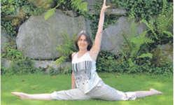 Dagmar Gürtler beweist ihre Beweglichkeit im Spagat.  Bild Alessia von Euw